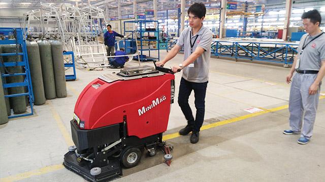 水泥地面可以使用全自动洗地机吗?