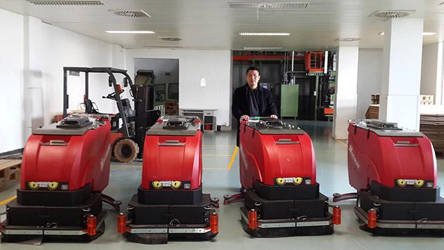 面对有砖缝的地面洗地机该如何处理?