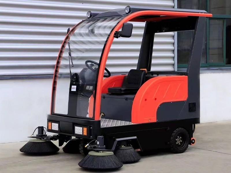 电动驾驶式扫地车WS70