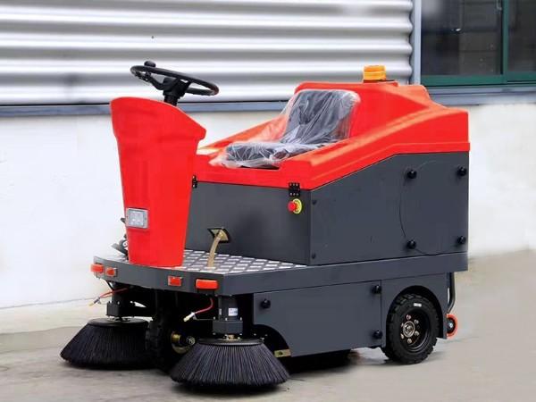 电动驾驶式扫地车WS10