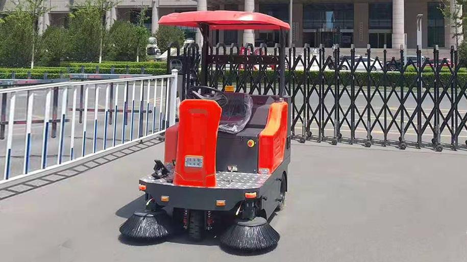 电动驾驶式扫地车WS50