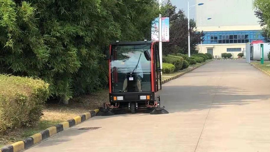 电动驾驶式扫地车WS200