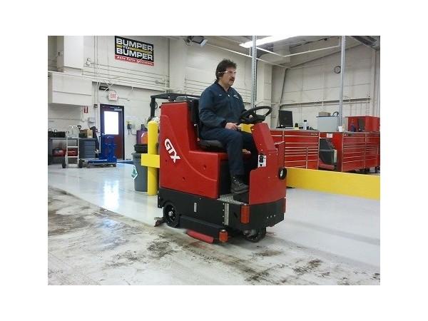 卡特GTX中型驾驶式洗地机